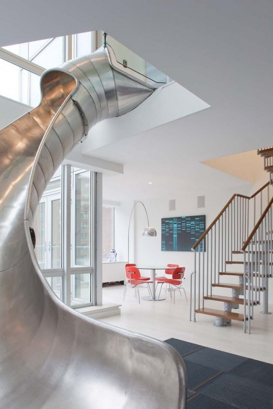 Toboggan d coratif dans un appartement design - Appartement design toboggan interieur ...