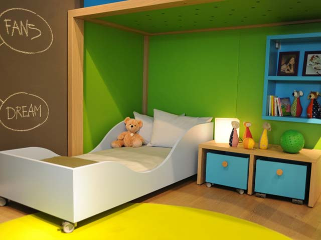 Chambre enfant dearkids jaune et verte for Idee pour decorer une chambre