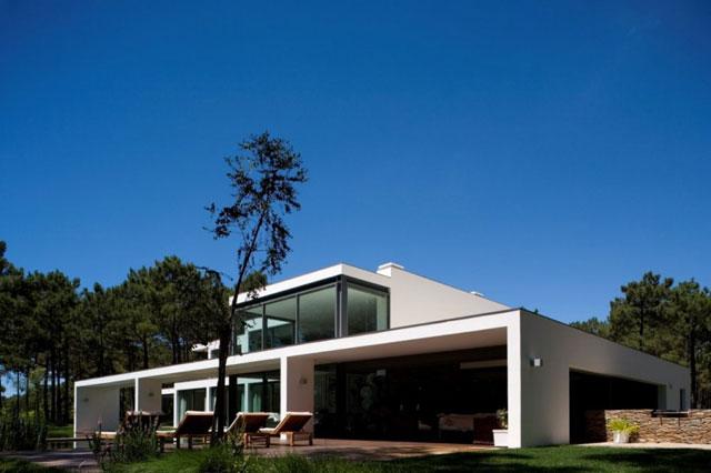 maison design au portugal. Black Bedroom Furniture Sets. Home Design Ideas