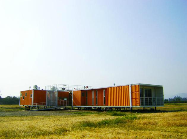 construire sa maison avec des containers recycl s. Black Bedroom Furniture Sets. Home Design Ideas