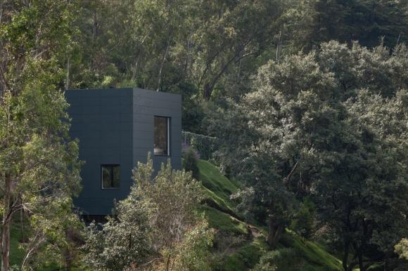 maison contemporaine en flanc de montagne. Black Bedroom Furniture Sets. Home Design Ideas