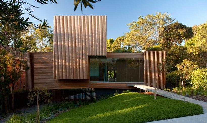 Maison contemporaine en bois sur pilotis for Maison bois design contemporain