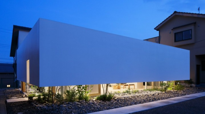 maison contemporaine blanche sans fenetre. Black Bedroom Furniture Sets. Home Design Ideas