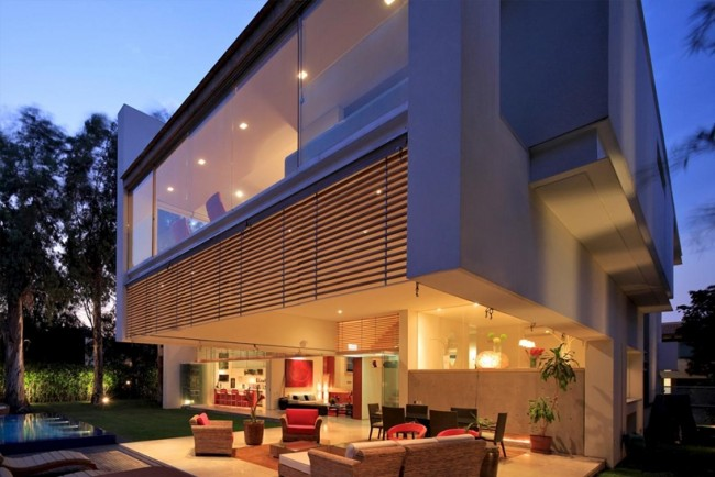Maison contemporaine en verre et en béton