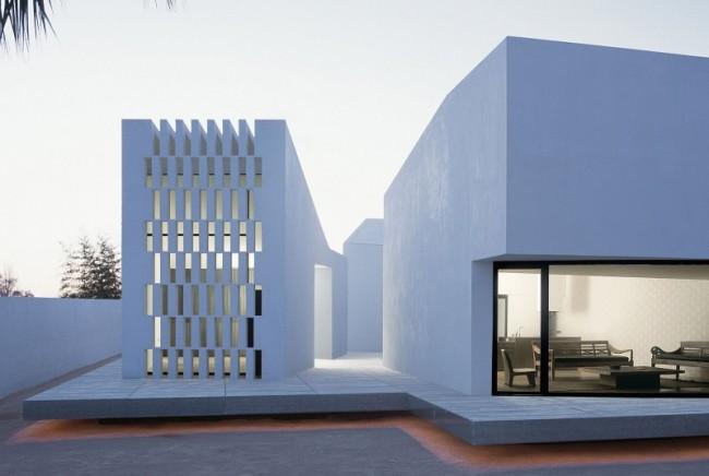 Maison futuriste blanche 11 for Architecture de la maison blanche