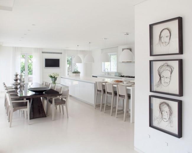 Maison avec une d coration int rieure blanche - Cocinas con office fotos ...