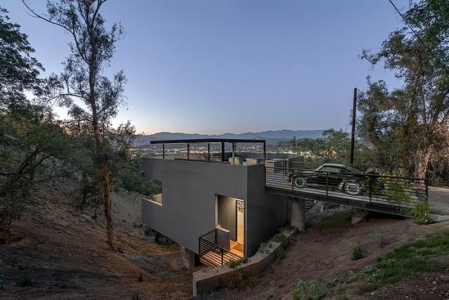 Maison contemporaine invers e en flanc de colline for Maison sur colline