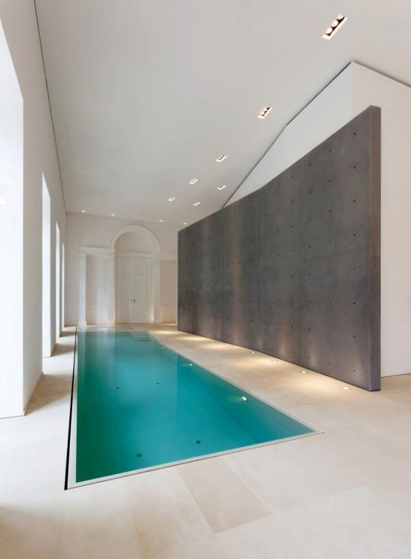 12 id es pour construire votre piscine int rieure dans. Black Bedroom Furniture Sets. Home Design Ideas
