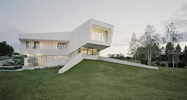 villa futuriste toute blanche. Black Bedroom Furniture Sets. Home Design Ideas