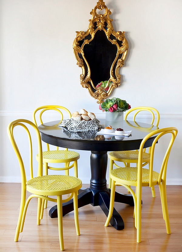 Idee decoration salle manger table nir chaise jaune for Decoration table salle a manger
