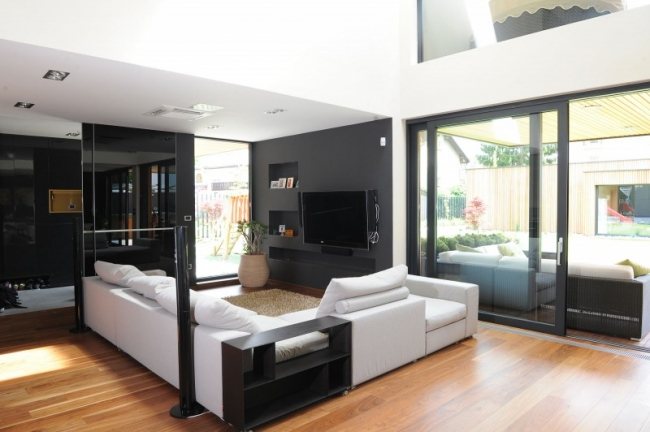 Id es pour d corer une maison contemporaine noire for Interieur maison moderne photos