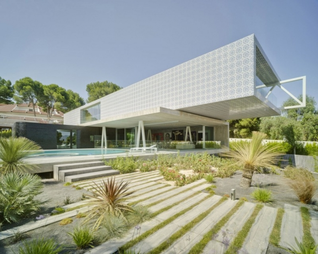 Maison contemporaine sur 4 niveaux - Maison car park los angeles anonymous architects ...