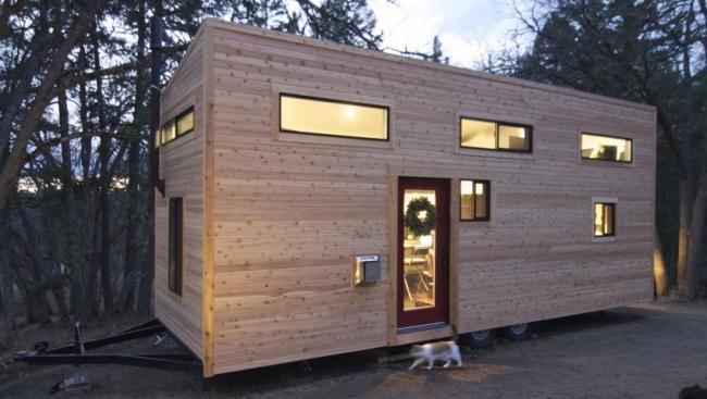 petite maison contemporaine roulante en bois. Black Bedroom Furniture Sets. Home Design Ideas