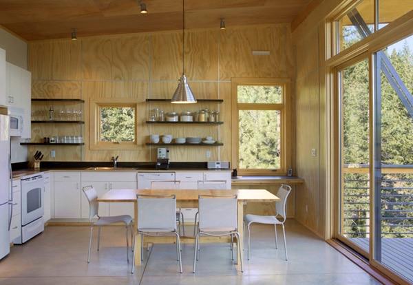 Maison en bois dans une for t de pins for Maison archi foret