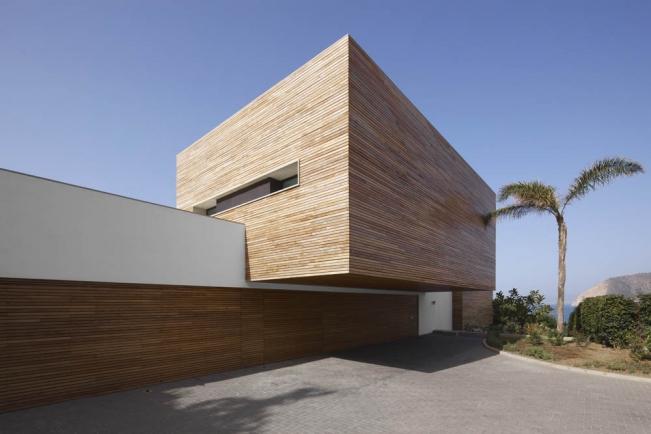 Maison contemporaine blanche avec bardage bois - Maison architecture contemporaine grupo arquitectura ...