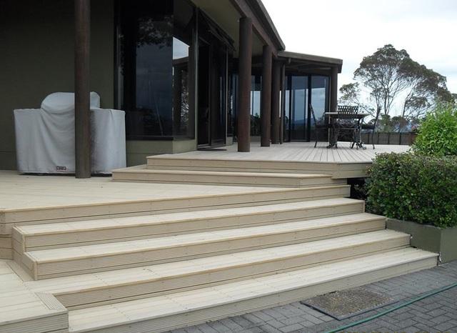 quel bois choisir pour une terrasse maison avec parasol sur terrasse en bois with quel bois. Black Bedroom Furniture Sets. Home Design Ideas