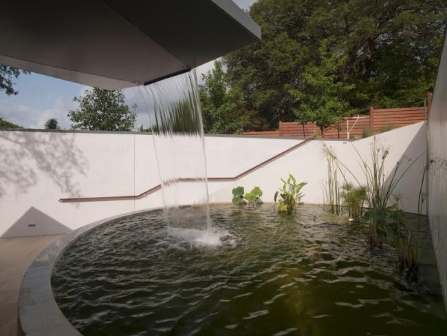 cascade recuperateur eau pluie toit. Black Bedroom Furniture Sets. Home Design Ideas