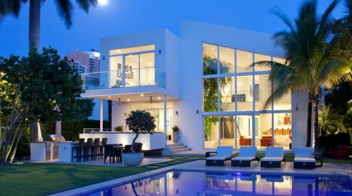 Maison contemporaine avec une fa ade blanche for Architecture de la maison blanche