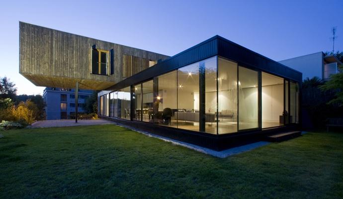 maison contemporaine flottante s vres en france. Black Bedroom Furniture Sets. Home Design Ideas