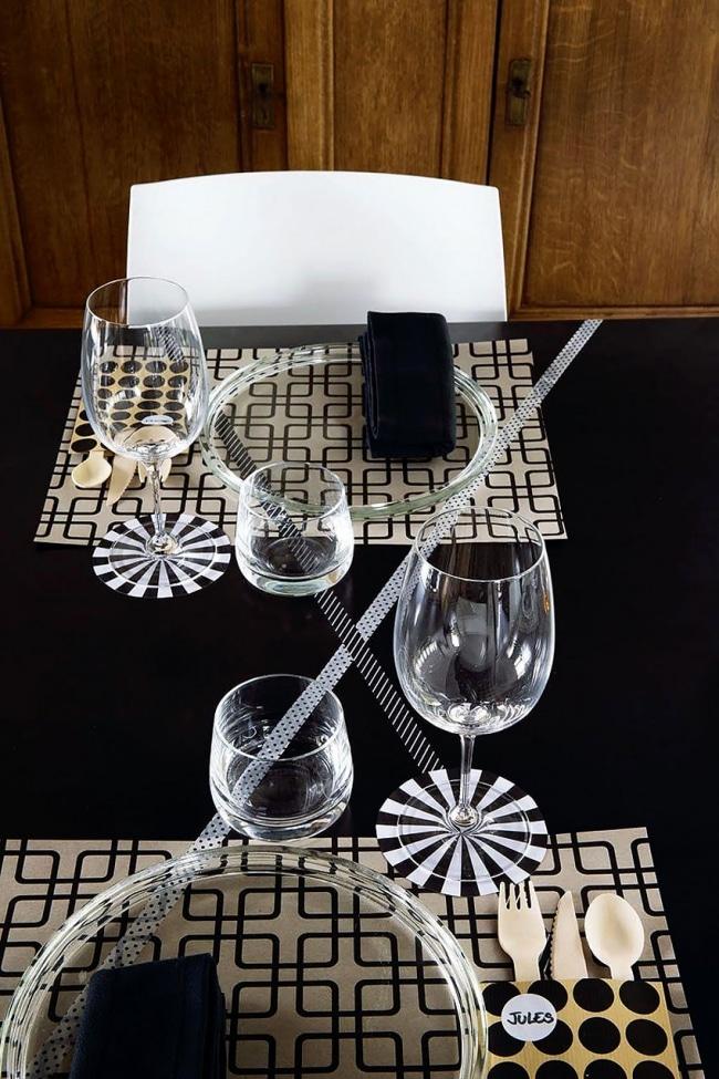 nappe table noir. Black Bedroom Furniture Sets. Home Design Ideas