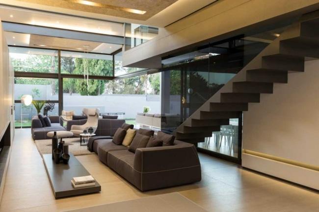 escalier-noir-maison-contemporaine--