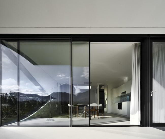 portes-fenetres-cadre-noir