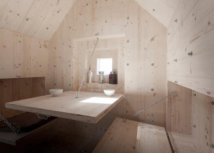 Interieur refuge en bois