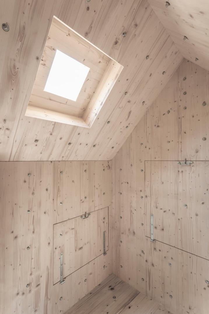 Petite lucarne cabane en bois