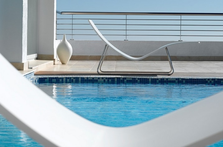bain-soleil-blanc-minimaliste-tribu