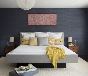 chambre-minimaliste-grise-et-jaune