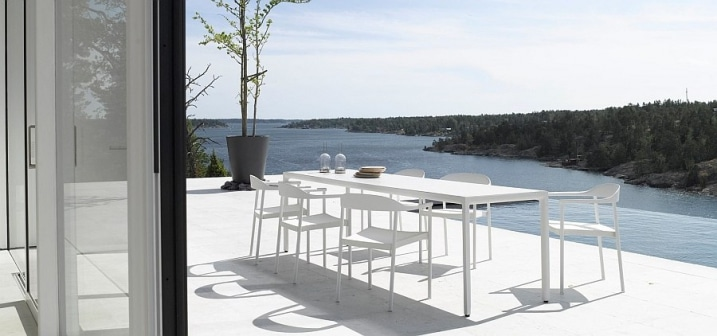 Table exterieur blanche minimaliste tribu for Exterieur scandinave