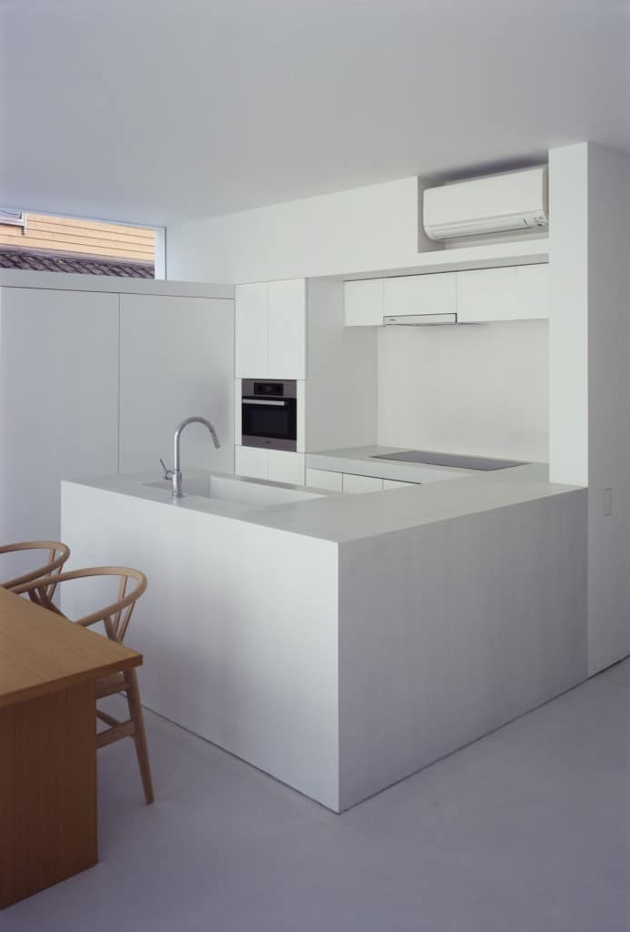 Cuisine minimaliste blanche et bois for Cuisine design blanche et bois