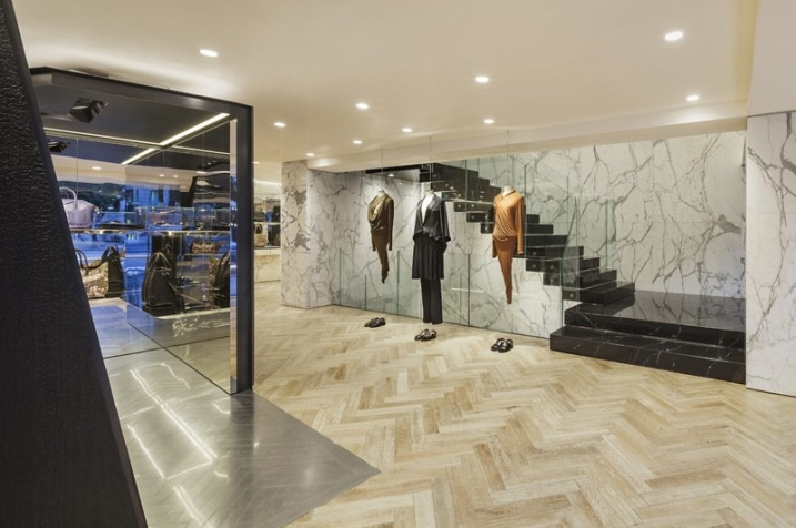 Design interieur magasin givenchy for Boutique decoration interieur