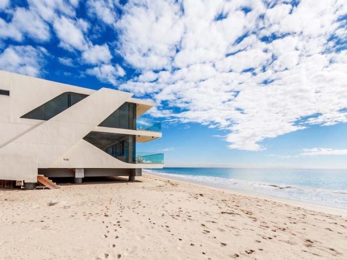 Maison sur pilotis plage