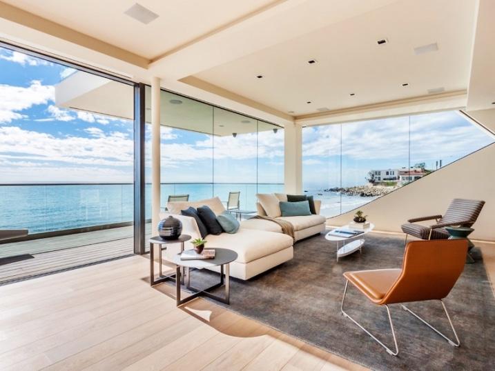salon avec vue sur la mer. Black Bedroom Furniture Sets. Home Design Ideas
