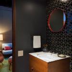 Carrelage noir dans salle de bain