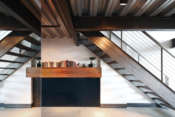 Cr er une d coration industrielle dans un loft - Loft industriel muratore construction design ...