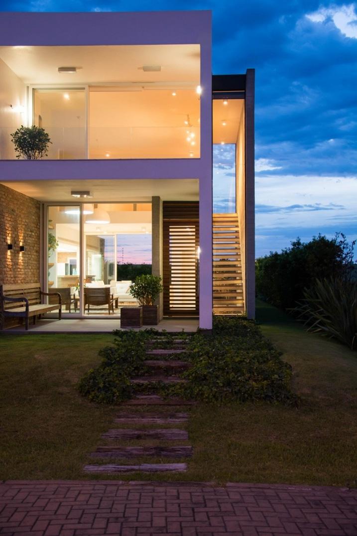 r sidence familiale contemporaine de estudio 30 51. Black Bedroom Furniture Sets. Home Design Ideas