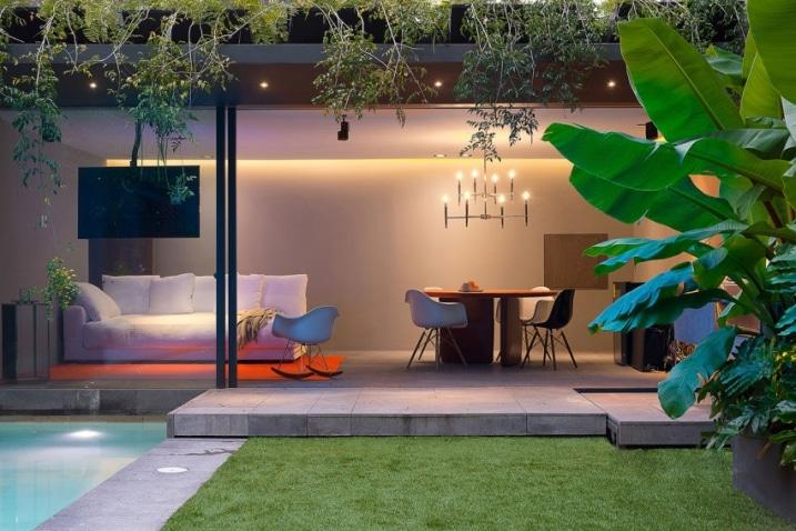 Gazon autour d 39 une piscine for Decoration exterieure maison