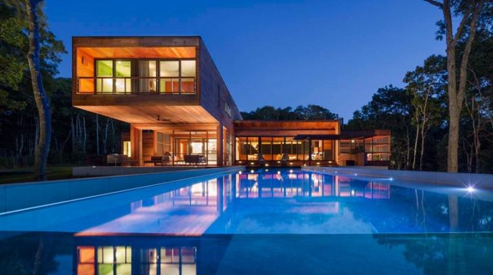 Maison contemporaine construite enti rement en bois for Maison moderne piscine