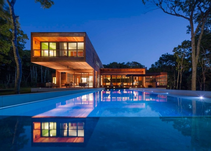 maison contemporaine construite enti rement en bois. Black Bedroom Furniture Sets. Home Design Ideas