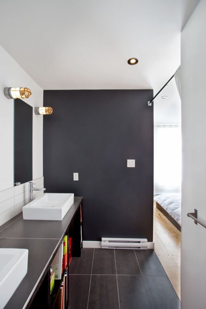 salle de bain avec des murs gris et blanc. Black Bedroom Furniture Sets. Home Design Ideas