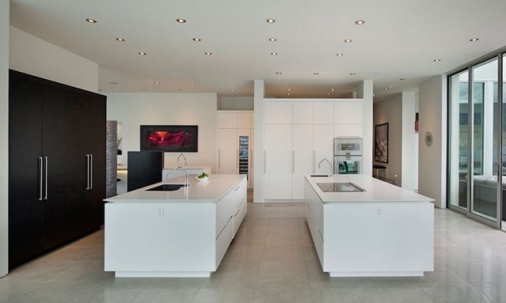 cuisine design blanche avec deux ilots. Black Bedroom Furniture Sets. Home Design Ideas