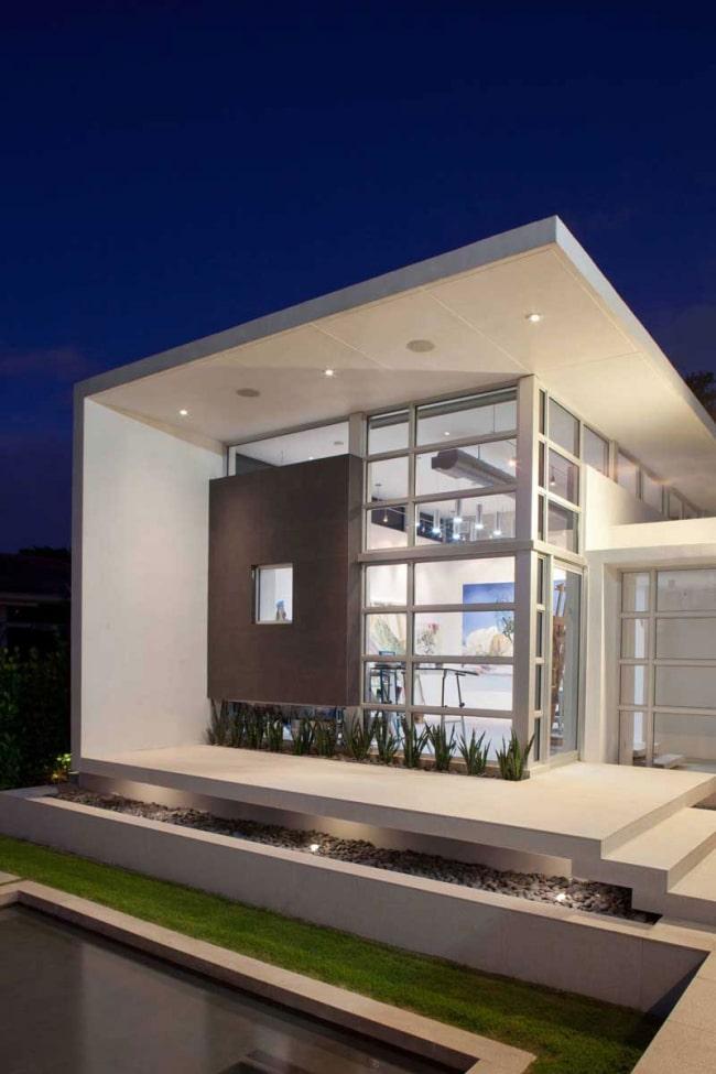 Villa contemporaine blanche cubique for Architecture cubique