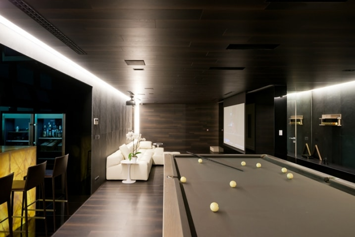 Salle de billard contemporaine for Deco maison ultra moderne