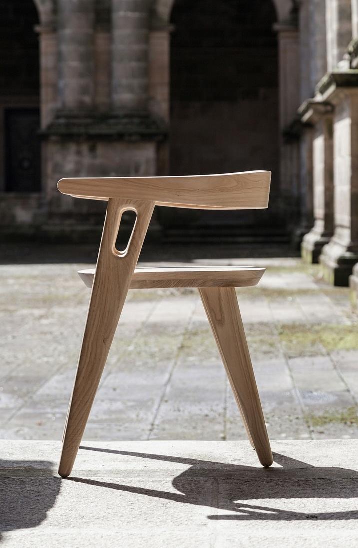 Chaise minimaliste en bois