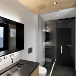 Salle de bain avec mosaique noir