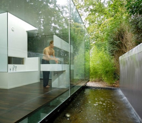 Salle de bain avec grandes baies vitrees