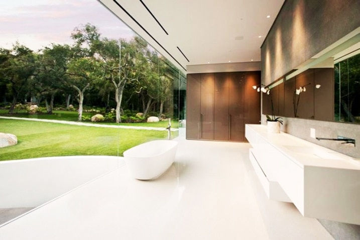 Salle de bain avec vue sur jardin for Articles salle de bain design