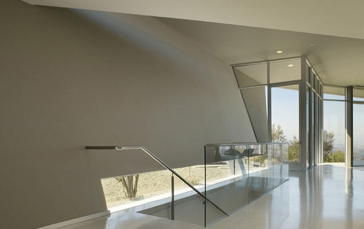 maison design avec cinema priv en plein air. Black Bedroom Furniture Sets. Home Design Ideas